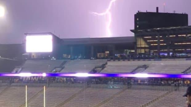 Lighting strikes atHusky Stadium