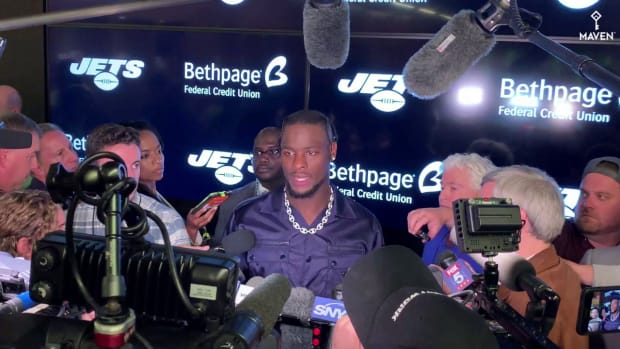 Le'Veon Bell's Response to Career Accolade in Crushing Jets Loss Shows Impressive Leadership