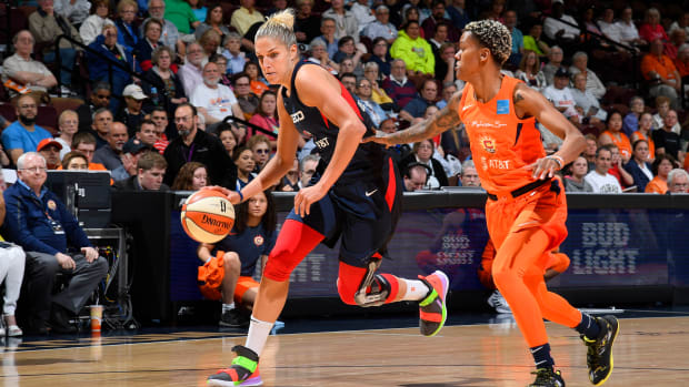 Elena Delle Donne of the Washington Mystics drives to the basket.