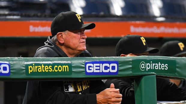 Pirates fire manager Clint Hurdle