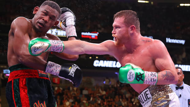 LAS VEGAS, NEVADA - MAY 04: Canelo Alvarez (R) punches Daniel Jacobs during their middleweight unification fight at T-Mobile Arena on May 04, 2019 in Las Vegas, Nevada. (Photo by Tom Hogan/Golden Boy/Getty Images)