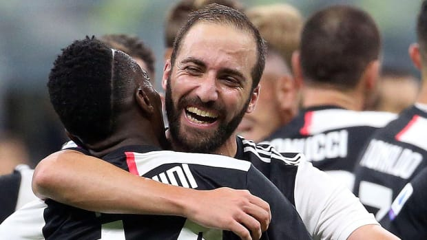Gonzalo Higuain scores for Juventus vs Inter Milan