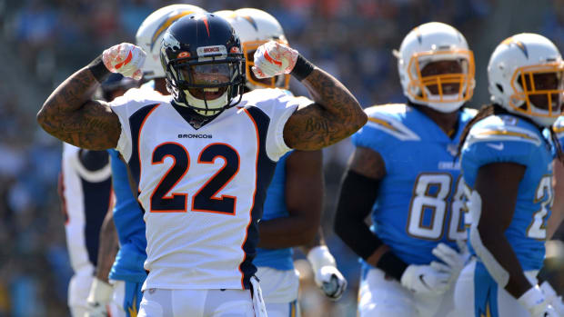 Denver Broncos defensive back Kareem Jackson (22) gestures after a defensive play during the first quarter against the Los Angeles Chargers at Dignity Health Sports Park.
