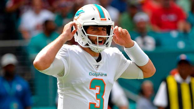 Dolphins bench Josh Rosen in favor of Ryan Fitzpatrick
