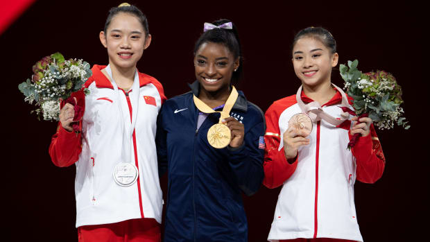 Simone Biles sets worlds medal record