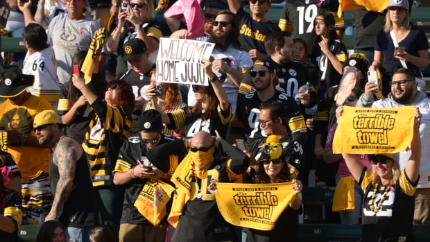 Steelers-Fans-Celebrate-Chargers