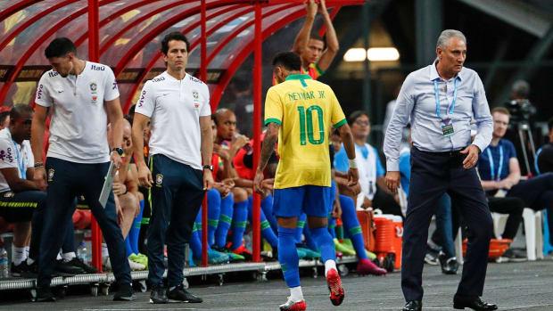 Neymar injures his hamstring