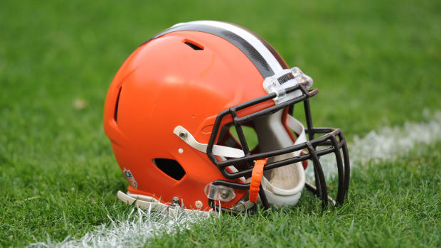 Browns sued by man misidentified for throwing beer at Titans
