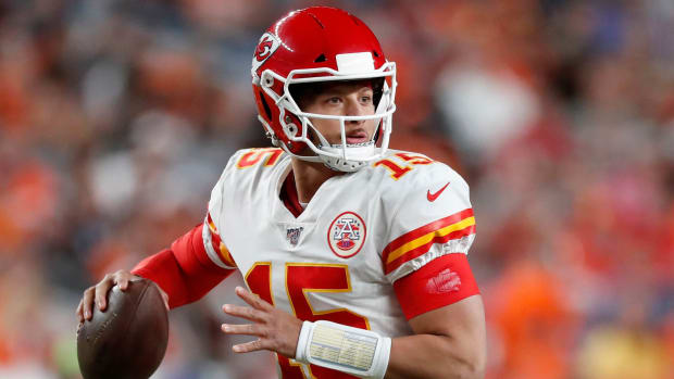 Patrick Mahomes ruled out vs Broncos with knee injury