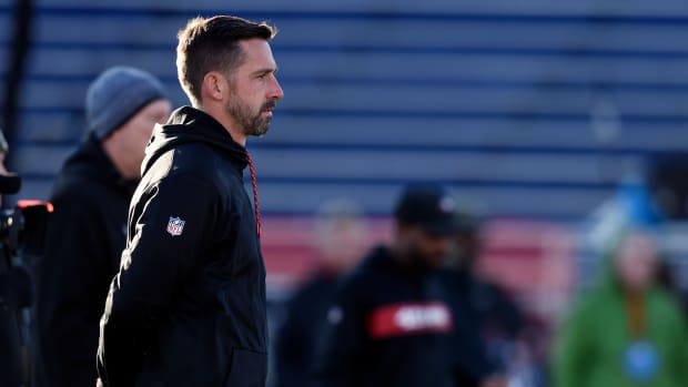 Kyle Shanahan watches Senior Bowl Practice 2019