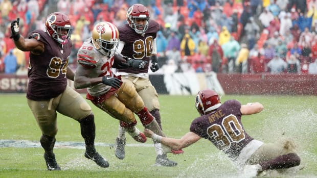 Redskins defense in sloppy field conditions
