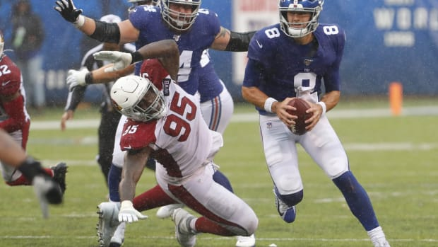 Oct 20, 2019; East Rutherford, NJ, USA; New York Giants quarterback Daniel Jones (8) rushes for yardage against the Arizona Cardinals during the second half at MetLife Stadium.