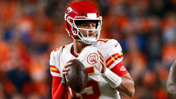 Patrick Mahomes prepares for a pass during a Thursday Night Game against the Broncos.