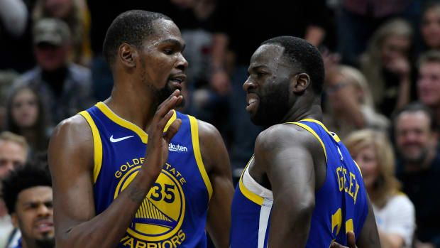 Kevin Durant and Draymond Green argue on the Warriors bench