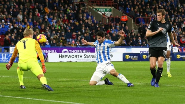 huddersfield-town-v-burnley-fc-premier-league-5c2d259ad208a8815b000008.jpg