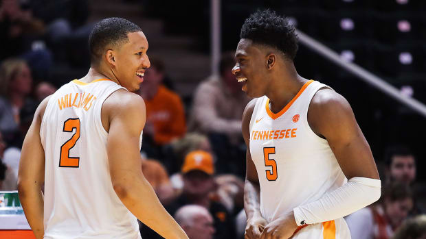 tennessee-basketball-grant-williams-admiral-schofield.jpg