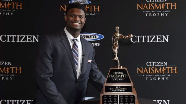 Zion Williamson Becomes Third Freshman to Win Naismith Men's Player of the Year Award - IMAGE