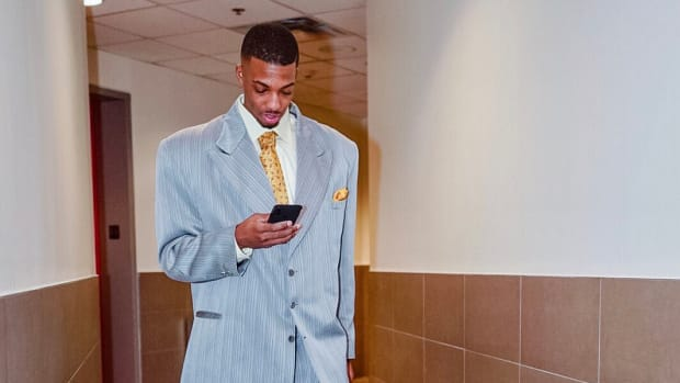 friday-hot-clicks-raptors-delon-wright-suit-photo.jpg