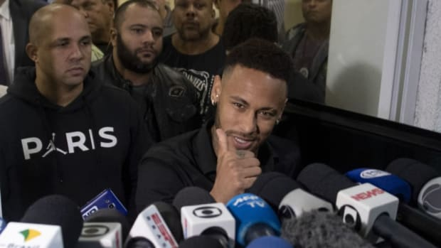 topshot-fbl-bra-crime-abuse-accusation-neymar-5cfe5763188357e370000002.jpg