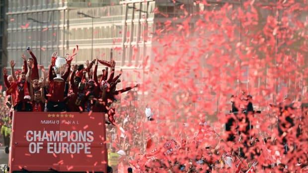 topshot-fbl-eur-c1-eng-liverpool-trophy-parade-5cf4ec9be86ef9f94a000003.jpg