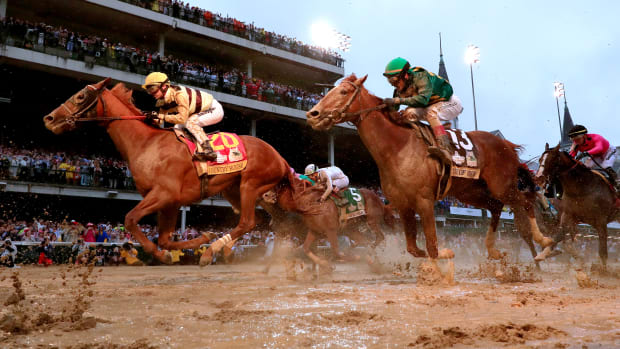 kentucky-derby-country-house-crosses-finish.jpg