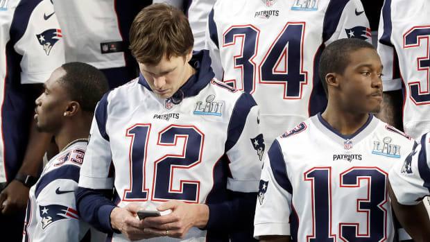 tom-brady-cell-phone.jpg