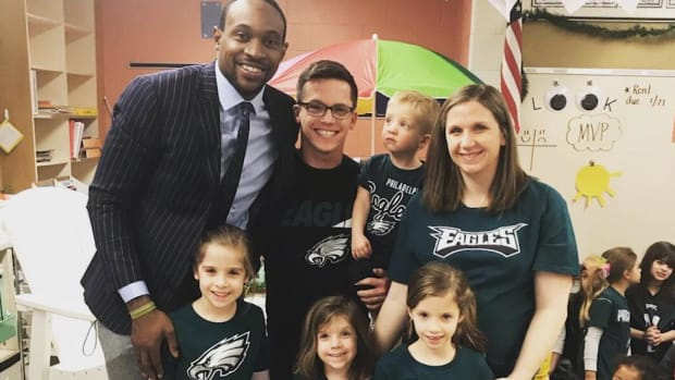 Eagles' Alshon Jeffery Surprises Class of Young Girl Who Wrote Him Supportive Letter - IMAGE