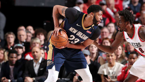 anthony-davis-pelican-blazers-game-2-nba-playoffs.jpg