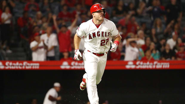 mike-trout-outfield-primer.jpg