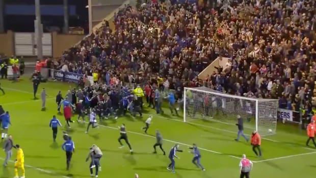tottenham-upset-fans-storm-field.png