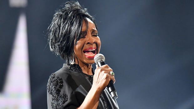 gladys-knight-sings-national-anthem-super-bowl.jpg