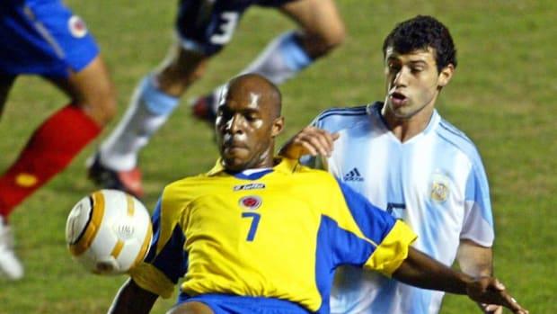 colombian-footballer-tressor-moreno-l-5cffe92ef700e69336000001.jpg