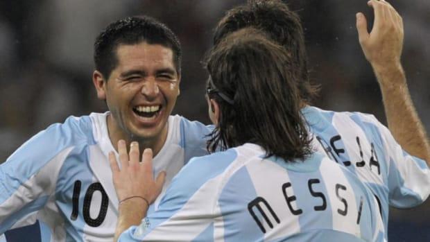 argentina-s-juan-riquelme-l-celebrates-5d82921c64ce536727000001.jpg