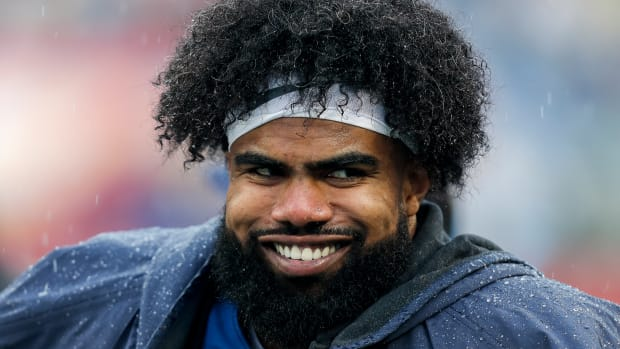 ezekiel-elliott-dallas-stephen-jones.jpg