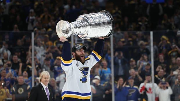 blues-hoist-stanley-cup-trophy.jpg