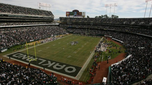Report: Raiders Negotiating to Play at Oakland Coliseum in 2019 - IMAGE