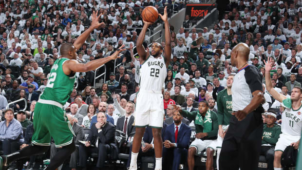 khris-middleton-bucks-celtics-game-2.jpg