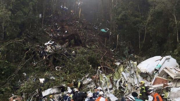 chapecoense-airplane-crashes-in-colombia-5c3cb2f7d74c6bdb3c000001.jpg