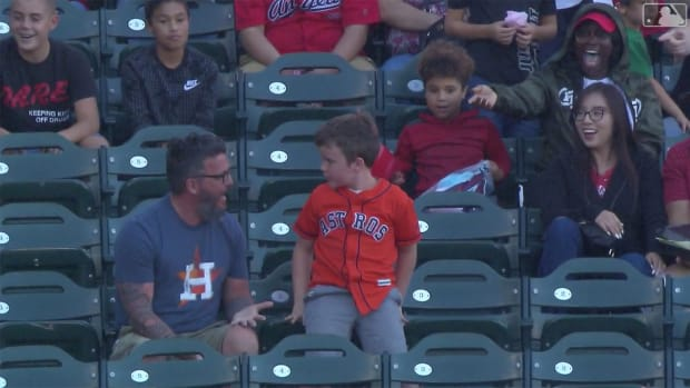 friday-hot-clicks-astros-angels-kid-dad-home-run-ball-video_copy.jpg