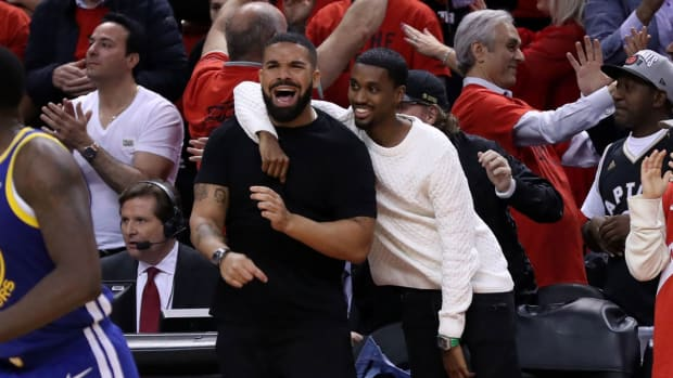 drake-chips-dip-raptors-nba-title.jpg