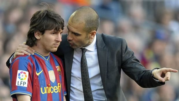 barcelona-s-coach-pep-guardiola-r-talk-5c582f899baef622d4000001.jpg