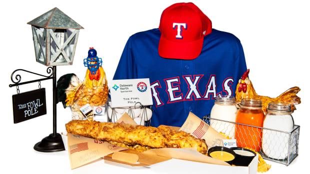 texas-rangers-fowl-pole-food.jpg