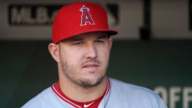 mike-trout-foot-injury.jpg
