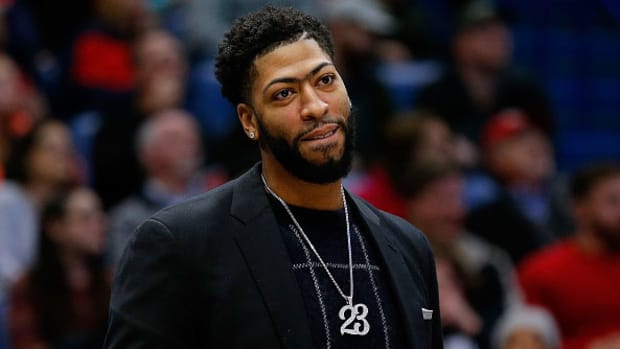 anthony-davis-removed-team-intro.jpg