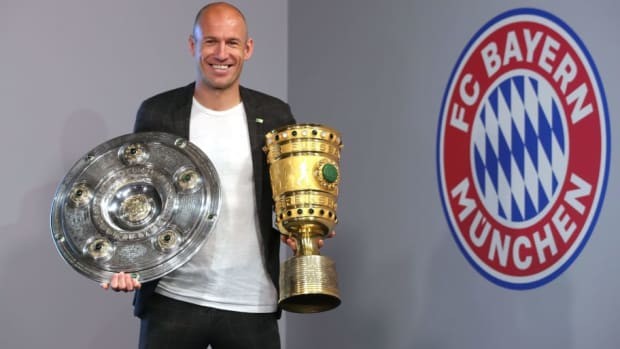 arjen-robben-and-franck-ribery-hand-over-championship-and-dfb-cup-trophy-to-fcb-erlebniswelt-5d21f2394d73412f9d000001.jpg