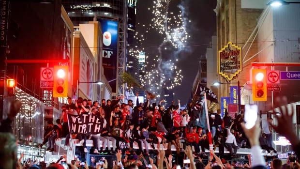 friday-hot-clicks-raptors-nba-finals-celebration-toronto-streets-photos-videos.jpg