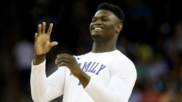 zion-williamson-duke-wooden-award.jpg