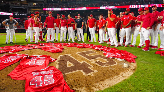 reactions-angels-no-hitter-tyler-skaggs-death.gif