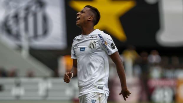 santos-v-internacional-brasileirao-series-a-2019-5d020e6ea412bd3d48000001.jpg