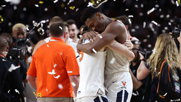 uva-hoos-wins-celebrate-hunter.jpg